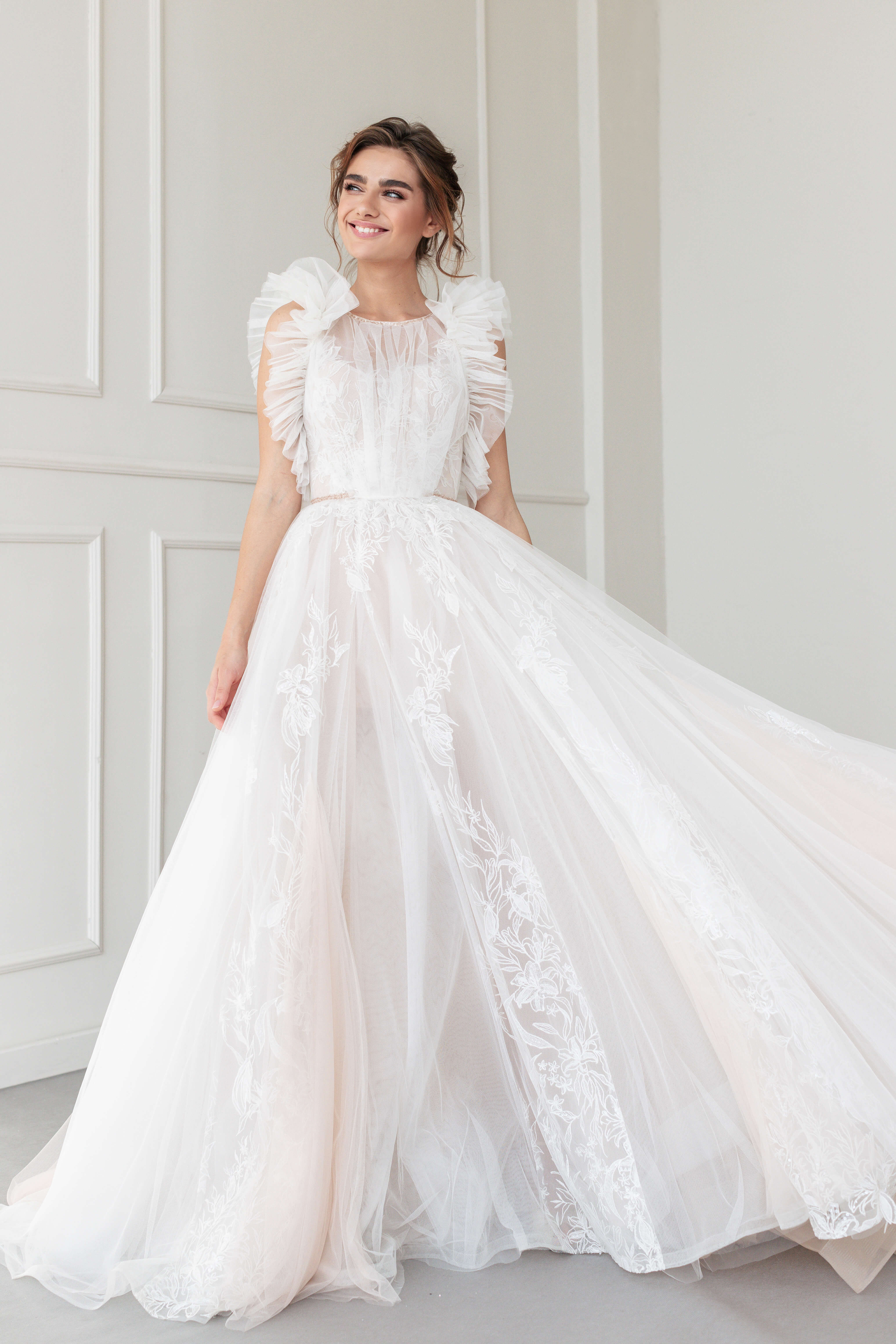 Calinda: Ivory Embroidered Lace