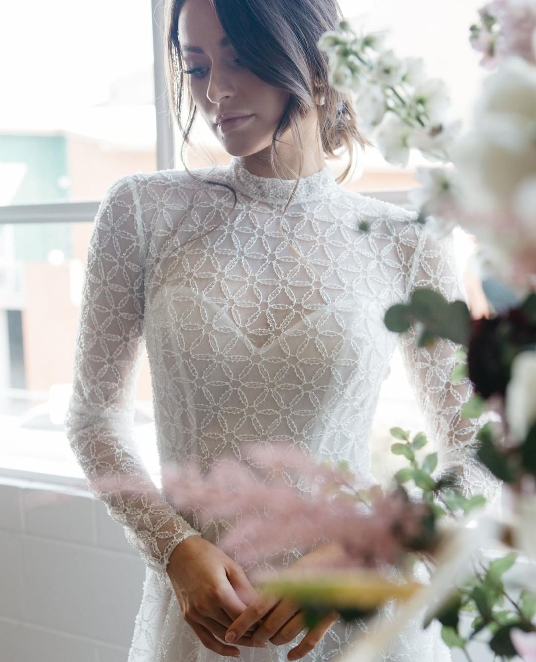 Como: Ivory Embroidered Lace