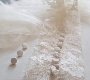 Kate: Ivory Chantilly Lace
